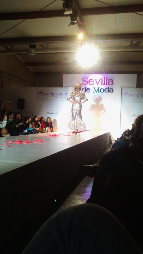 Sevilla de moda, wapíssima, desfile, pasarela, moda flamenca, animal print, étnico, volantes, trajes de flamenca, tendencias, diseñadores, emprendimiento,