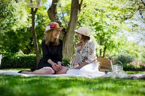 En la foto Lucía Be e Indara de El Sofá Amarillo, dos emprendedoras amantes del DIY.