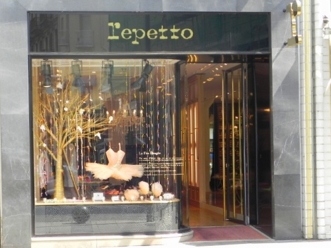 5 escaparate Repetto