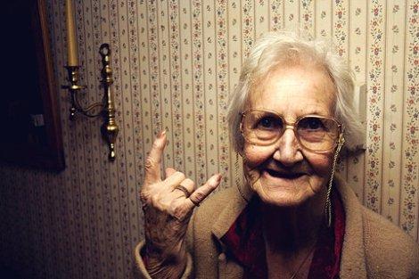 1abuela-rockera