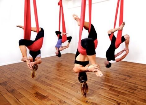 yoga aereo, antigravedad, antigravity, posición invertida, yoga,